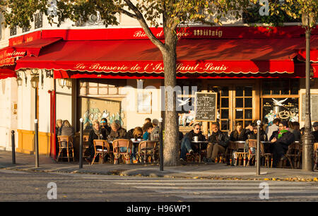 Paris, France-November 06, 2016 : The famous brasserie de l 'Ile Saint Louis located near Notre Dame cathedral in - Stock Photo