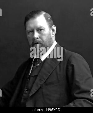 BRAM STOKER (1847-1912) Irish writer and author of Dracula (1897). Photo about 1905. - Stock Photo