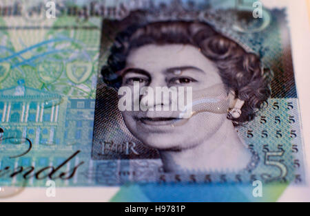 New polymer fiver pound note with water drop, London - Stock Photo