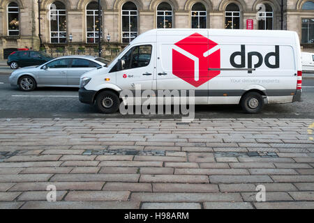 dpd parcel delivery van outside comet store chadderton oldham stock photo royalty free image. Black Bedroom Furniture Sets. Home Design Ideas