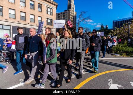 New York, USA. 19th November, 2016. City Councilmember Jimmy van Bramer and Council Speaker Melissa Mark Viverito - Stock Photo