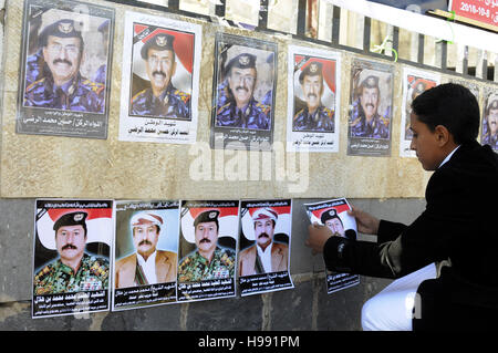 Sanaa, Yemen. 20th Nov, 2016. A son posts pictures of his father who was killed in Oct. 8 airstrikes during a commemoration - Stock Photo