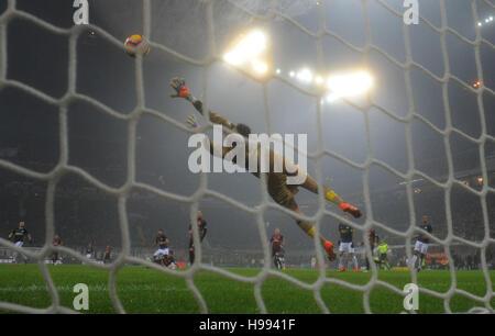 Milan. 20th Nov, 2016. Inter Milan's Antonio Candreva scores during the Italian Serie A football match between AC - Stock Photo
