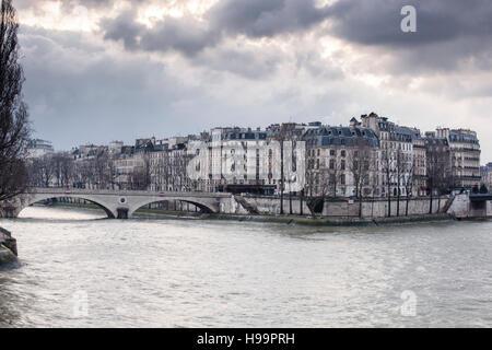 Typical parisian appartments on Ile Saint Louis. - Stock Photo