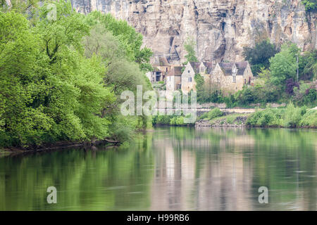 The river Dordogne and village of La Roque Gageac. - Stock Photo