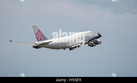 China Airlines Boeing 747-400 B-18212 wide-body jumbo jet airliner airborne take taking off - Stock Photo