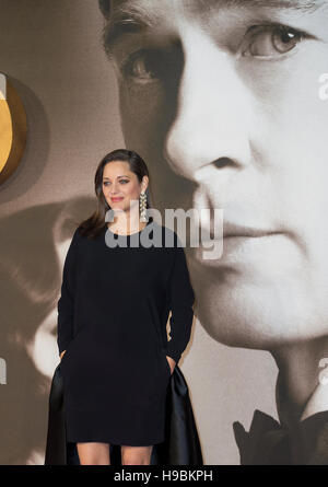 London, UK. 21st Nov, 2016.  Marion Cotillard attends the UK Premiere of 'Allied' at Odeon Leicester Square on November - Stock Photo