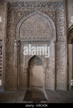 Ornate arabic calligraphy on the oljeitu mihrab at the jameh masjid or friday mosque, Isfahan province, Isfahan, - Stock Photo