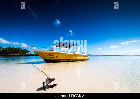 Summer cruise to a deserted island off Mauritius - Stock Photo