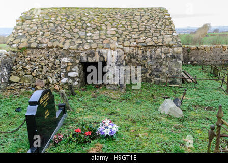 Stone corpsehouse in a County Antrim graveyard, commonly built in the area in the 1820s to prevent bodysnatchers - Stock Photo