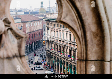 View from the roof of the Duomo Milano (Milan Cathedral) on to the Piazza del Duomo below. - Stock Photo