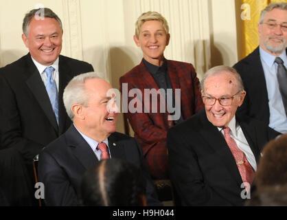 Washington, United States. 22nd Nov, 2016.  Lorne Michaels (bottom left) laughs as U.S. President Barack Obama makes - Stock Photo