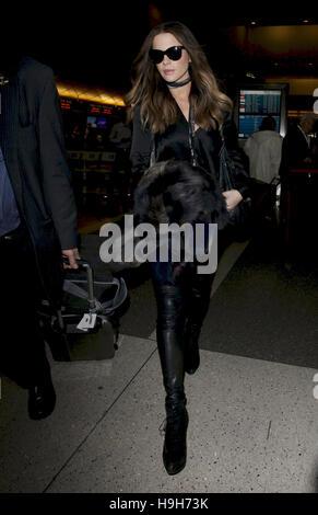 Los Angeles, Ca, USA. 23rd Nov, 2016. Kate Beckinsale seen at LAX Airport on November 23, 2016. Credit:  John Misa/Media - Stock Photo