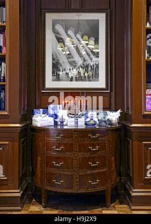 New York Library in lobby of The Iroquois New York, 49 West 44th Street. Holiday Installations, NYC, United States. - Stock Photo
