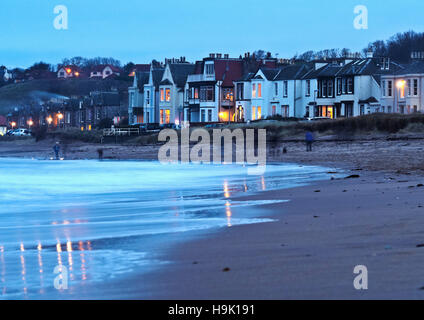 UK, Scotland, East Lothian, North Berwick, Townscape at dusk. - Stock Photo