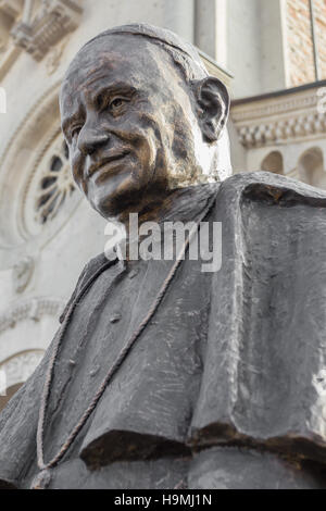 Statue of Pope John XIII with an Italian church in the background - Stock Photo