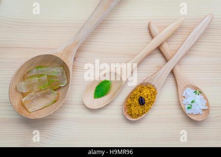 Alternative skin care and homemade scrubs aloe vera and sea salt - Stock Photo