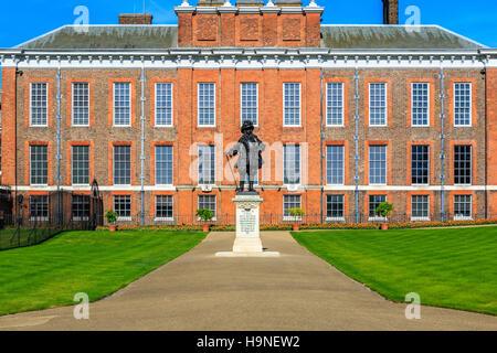 Kensington Palace in Hyde Park, London - Stock Photo