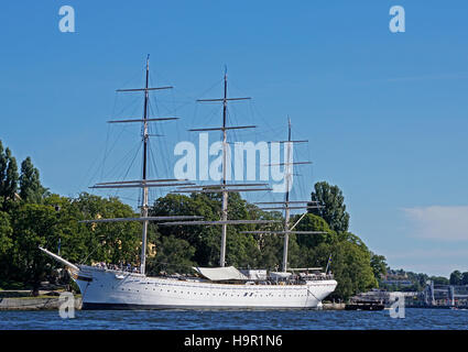 af Chapman tall ship used as a youth hostel on Stockholm harbor waterfront. - Stock Photo