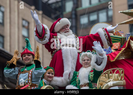 New York, USA. 24th Nov, 2016. An actor dressed as Santa Claus is seen during the 90th Macy's Thanksgiving Day Parade in Manhattan, New York, the United States. Credit:  Li Muzi/Xinhua/Alamy Live News Stock Photo