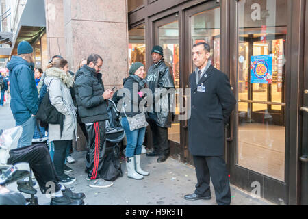 New York, USA. 24th Nov, 2016. Shoppers waiting for Macy's in Herald Square in New York to open on Thanksgiving Day, Thursday, November 24, 2016. Macy's will be opening at 5PM with their Black Friday bargains. Credit:  Richard B. Levine/Alamy Live News Stock Photo