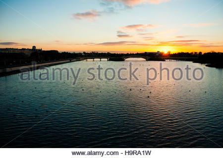 Southport, Merseyside, England UK. 25th Nov, 2016. UK Weather: Sunset behind the swans at the Marine Lake in Southport. - Stock Photo