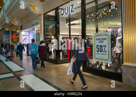 INTU Trafford Centre  Manchester. UK  25th November, 2016. Black Friday Sales Weekend.  City centre holiday shopping - Stock Photo