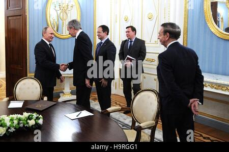 Moscow, Russia. 24th Nov, 2016. Russian President Vladimir Putin, left, greets CEO of Moet Hennessy Louis Vuitton - Stock Photo