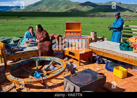 Mongolia, Ovorkhangai province, Okhon valley, Nomad camp in migration - Stock Photo