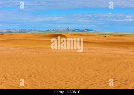 Mongolia, Zavkhan province, deserted landscape of sand dunes in the steppe - Stock Photo