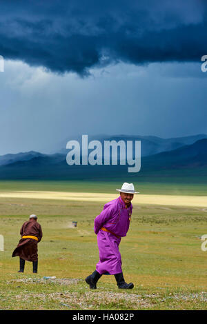 Mongolia, Uvs province, western Mongolia, nomads in the steppe - Stock Photo
