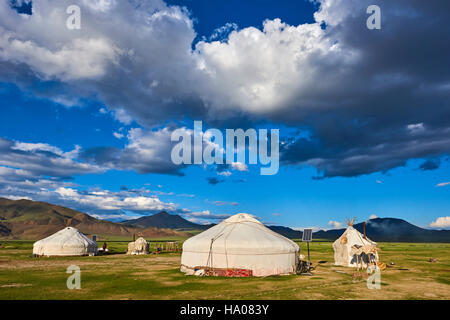 Mongolia, Bayan-Ulgii province, western Mongolia, nomad camp of Kazakh people in the steppe - Stock Photo
