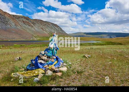 Mongolia, Bayan-Ulgii province, western Mongolia, National Parc of Tavan Bogd, shamanic ovoo - Stock Photo