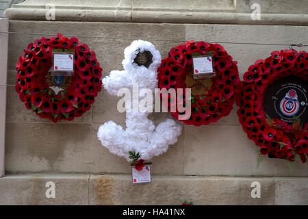 Remembrance Day at the Cenotaph. Anchor Wreath with three poppy wreaths - Stock Photo