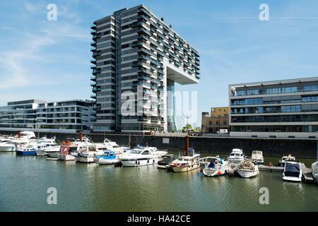 Köln, Altstadt-Süd, Rheinauhafen, Kranhaus mit Rheinau-Sporthafen - Köln-Marina. - Stock Photo