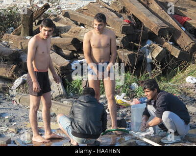Belgrade, Serbia. 26th Nov, 2016. Refugees washing themselves at a water source that has to provide for hundreds - Stock Photo