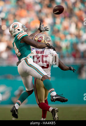 Miami Gardens, Florida, USA. 27th Nov, 2016. Miami Dolphins wide receiver Jarvis Landry (14) breaks up a possible - Stock Photo