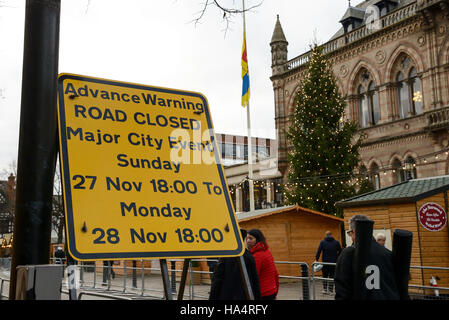 Chester, UK. 28th November 2016. Road closures and tight security in the city centre ahead of the memorial service - Stock Photo