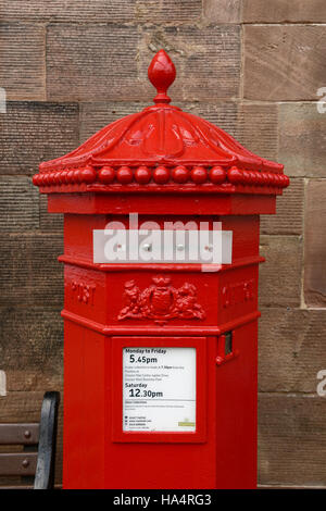 Chester, UK. 28th November 2016. A sealed post box close to Chester Cathedral ahead of the memorial service for - Stock Photo