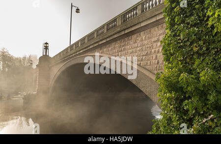 The Kingsway bridge in Latchford, Warrington on a cold/misty/frosty Saturday morning in November. - Stock Photo