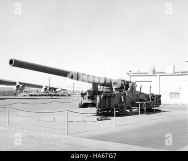 losalamosnatlab 7597432208 280 mm AFAP cannon on display Photo courtesy of DTRIAC Ar2 - Stock Photo