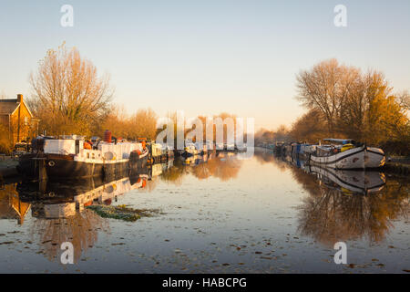 Tottenham Marshes, London, UK 29th November 2016. All is still on the river Lee Navigation during a  frosty start - Stock Photo