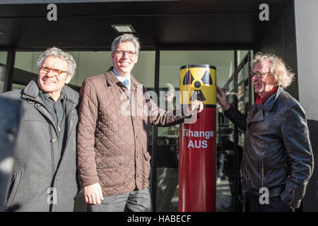 Aachen, Germany. 29th Nov, 2016. Artist Lars Harmens, Mayor of Aachen Marcel Philipp (CDU), and artist Rolf Jaegersberg - Stock Photo