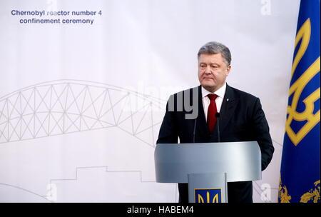Chernobyl, Ukraine. 29th Nov, 2016. Ukraine's president Petro (Pyotr) Poroshenko addresses an event marking the - Stock Photo