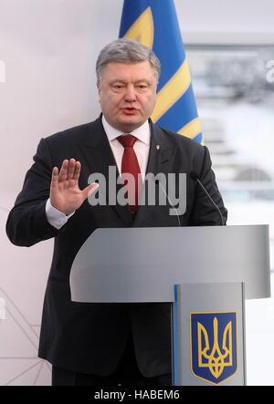 Chernobyl, Ukraine. 29th Nov, 2016. Ukraine's president Petro Poroshenko addresses an event marking the completion - Stock Photo