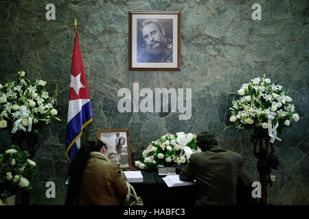 Bogota, Colombia. 28th Nov, 2016. People sign the books of condolences in honor of Cuban revolutionary leader Fidel - Stock Photo