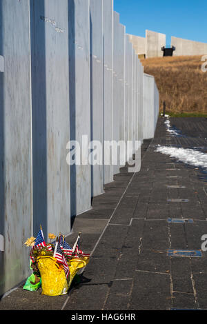 Shanksville, Pennsylvania - A basket with flowers and flags at the Wall of Names at the Flight 93 National Memorial. - Stock Photo