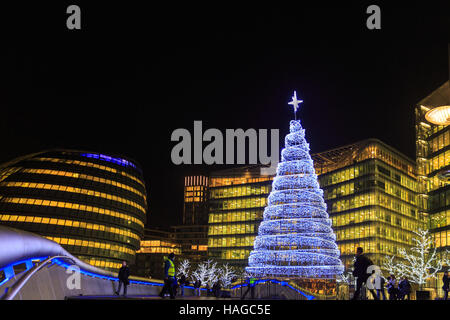 City Hall and More London, London, UK, 30th November 2016. The annual Christmas market, this year called 'Christmas - Stock Photo