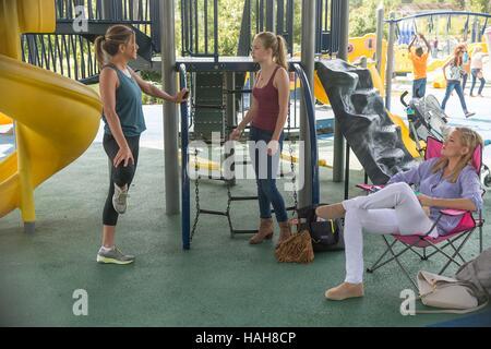 Mother's Day Year : 2016 USA Director : Garry Marshall Jennifer Aniston, Kate Hudson, Britt Robertson - Stock Photo