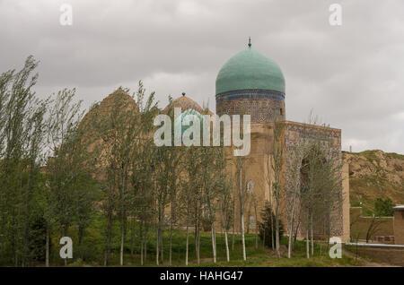 Entrance gate in Shah-I-Zinda memorial complex, necropolis in Samarkand, Uzbekistan. - Stock Photo